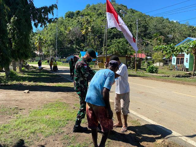 Satgas Yonif 413 Bremoro Gagas Pemasangan Bendera Merah Putih di Kampung Nafri
