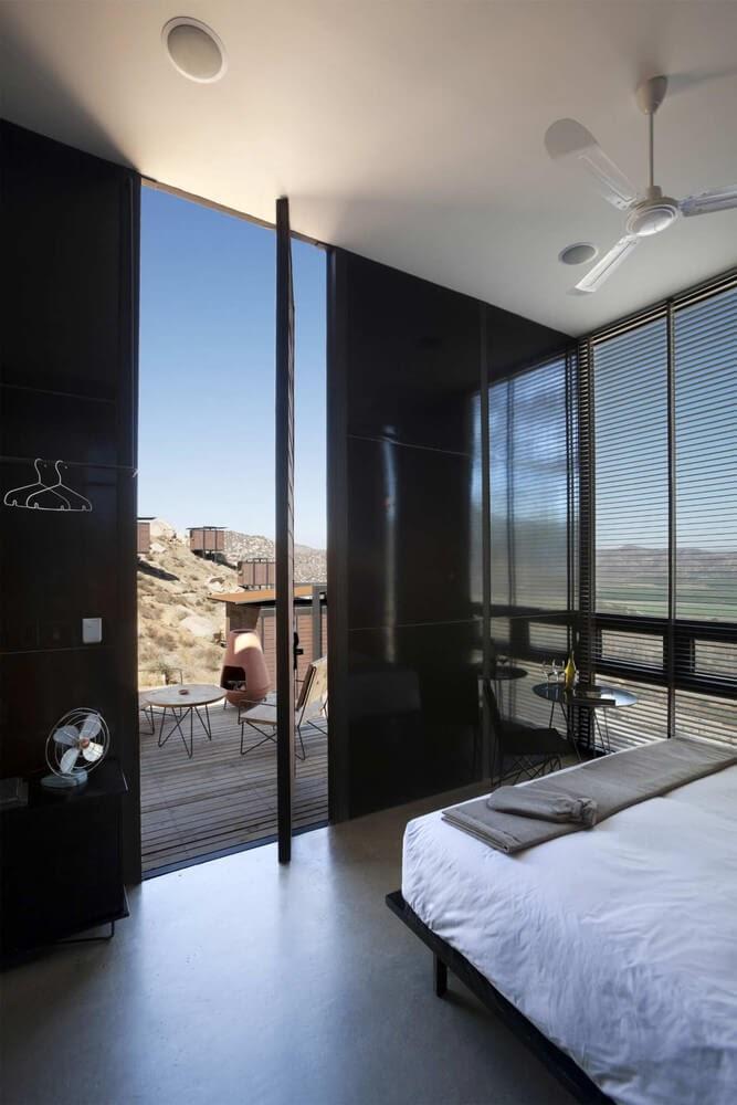08-Stylish-Room-Gracia-Studio-Cabin-Architecture-set-on-a-Hill-www-designstack-co