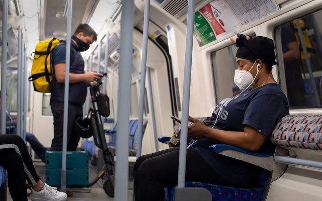 Face mask wearing in public transport