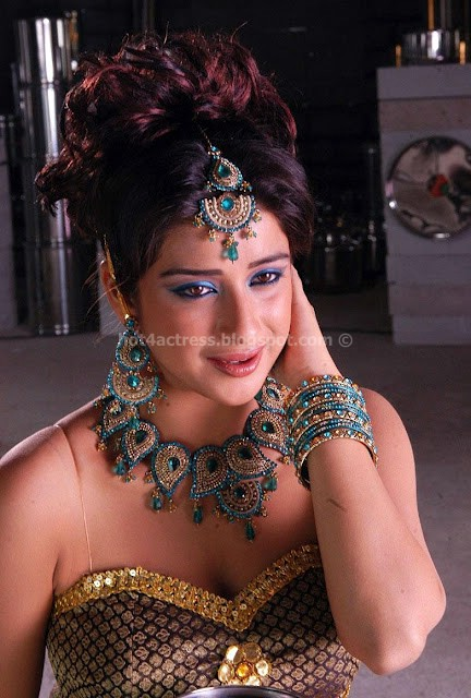 Actress Madhurima Hot show in ancient dress look