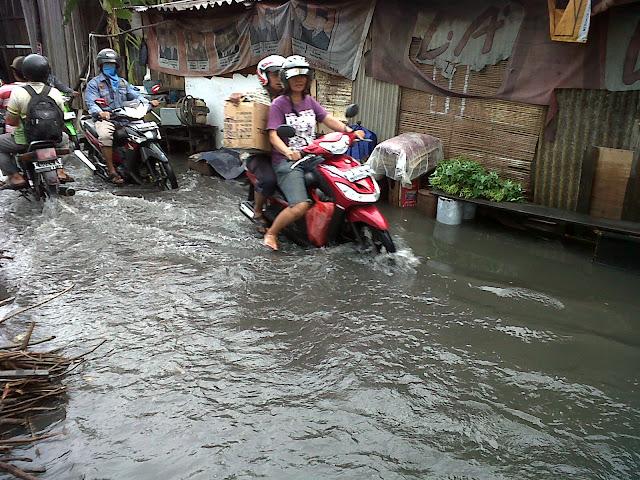Surabaya Waspadai Puncak Musim Hujan 2016