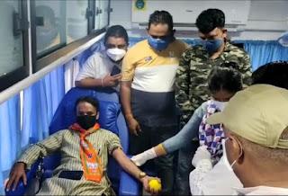प्रधानमंत्री मोदी के सात वर्ष पूर्ण होने पर किया रक्तदान, मास्क वितरण किए