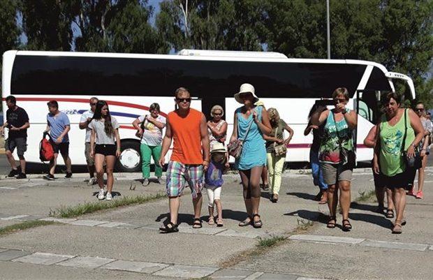 Θεσπρωτία: Αυξήθηκαν οι τουρίστες στη Θεσπρωτία, μένουν, όμως, λίγο και αφήνουν λιγοστά χρήματα!