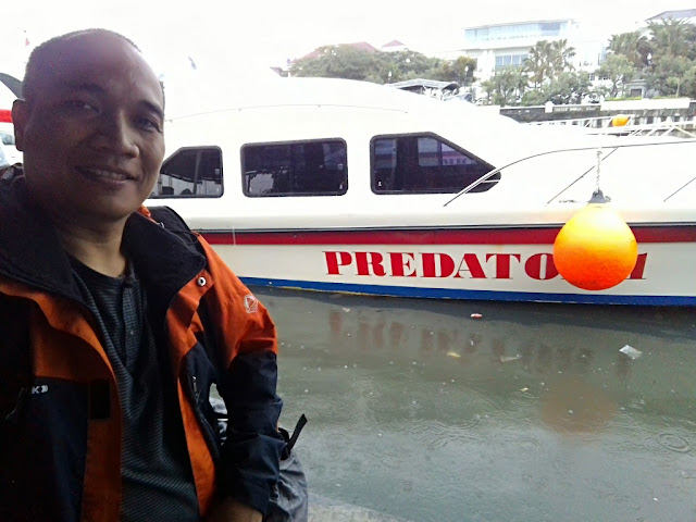 Kapal Predator Pramuka Express, kapal cepat menuju ke Kepulauan Seribu.