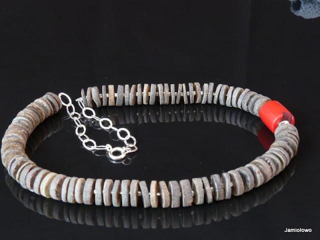 bransoletka z muszli szarej i korala robaczywki