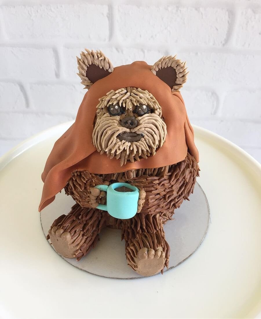 12-Ewok-Star-Wars-Leslie-Vigil-Themed-Decorated-Cakes-www-designstack-co