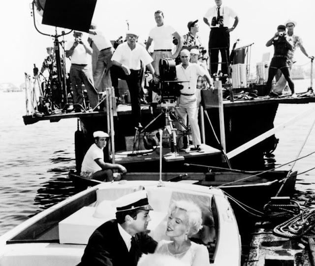 Foto dos bastidores do filme Quanto mais quente melhor, ou Some Like it Hot, lançado em 1959.