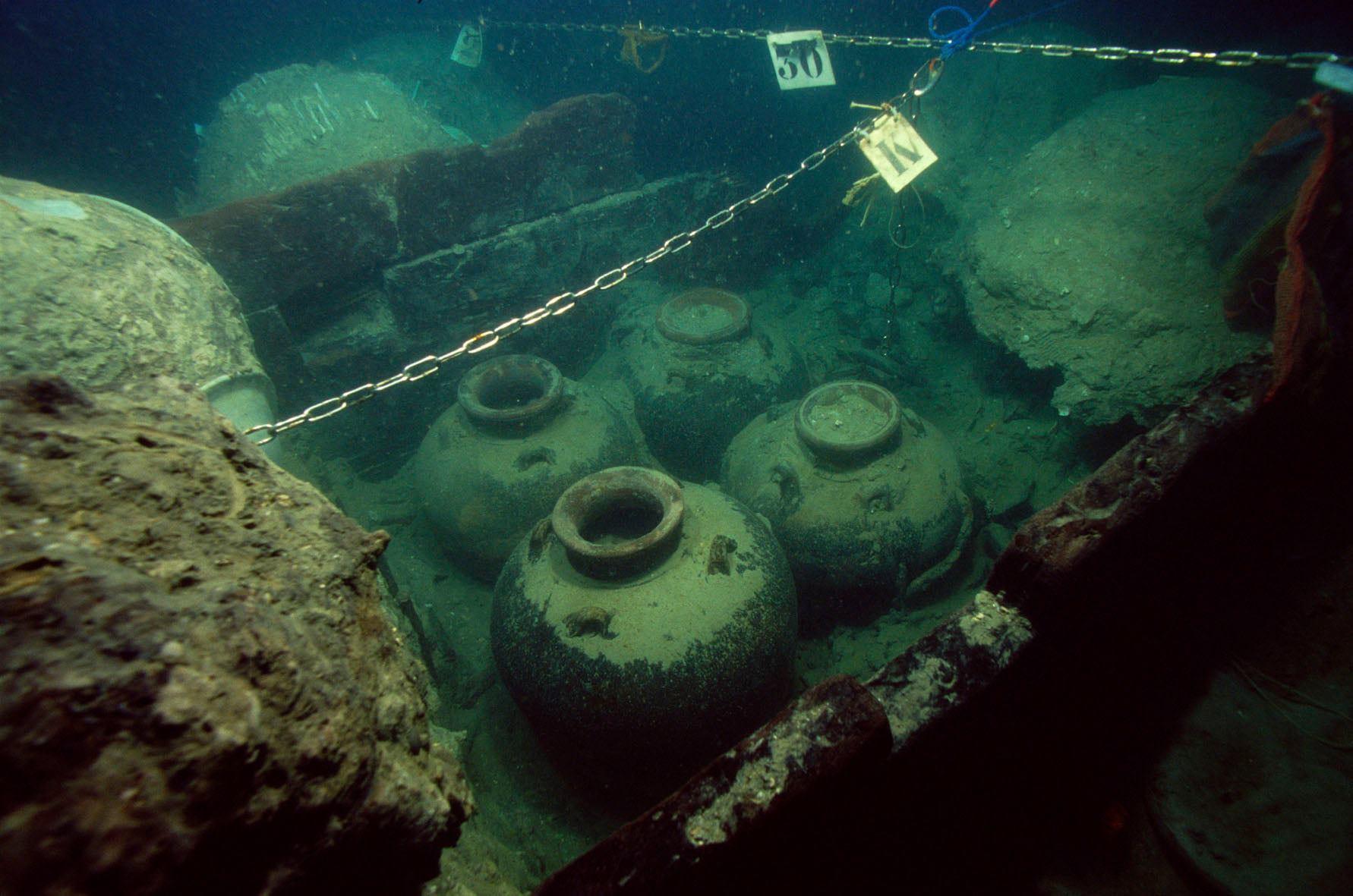Storage jars from the Santa Cruz shipwreck