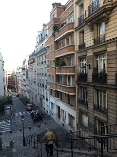 Apartment downhill in Montmartre