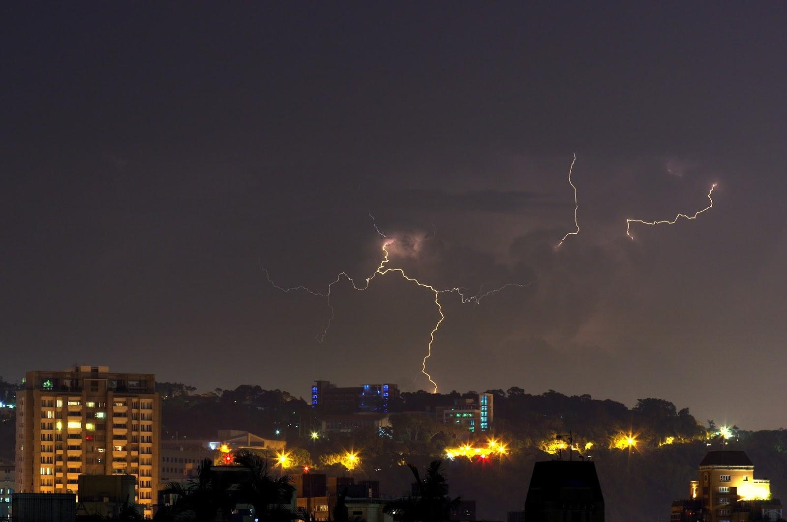螢火蟲與雷雨胞