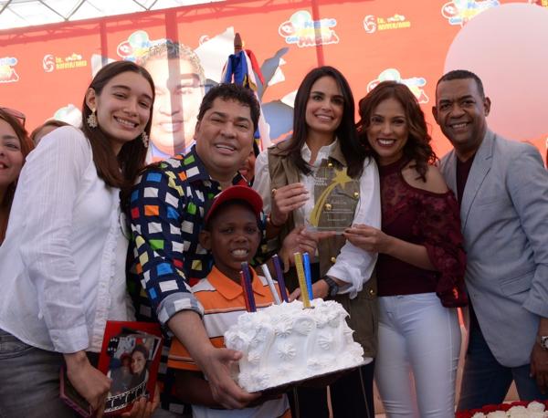 """Fotos: El Sexto Aniversario de """"Pégate y Gana con El Pacha"""""""