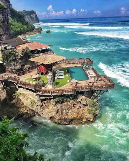Wisata di Pantai Yang Indah Uluwatu Bali