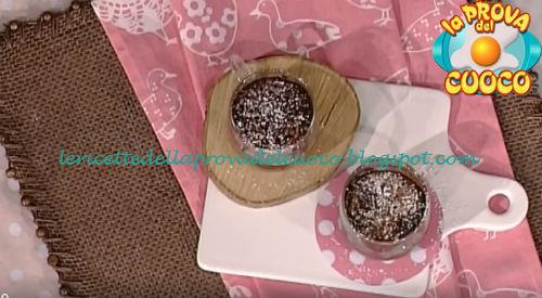 Ricetta della Torta al cioccolato in tazza con banana da La Prova del Cuoco