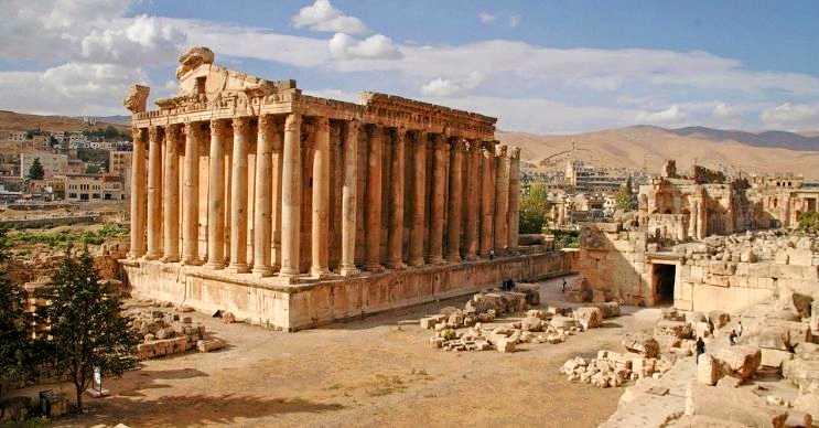 Baküs tapınağı ya da bilinen diğer adıyla Baalbek tapınağı, Roma İmparatorluğu'ndan kalmıştır.