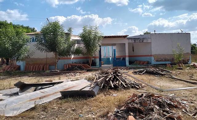 Escola abandonada pela Prefeitura de Chapadinha, no povoado Baturité.