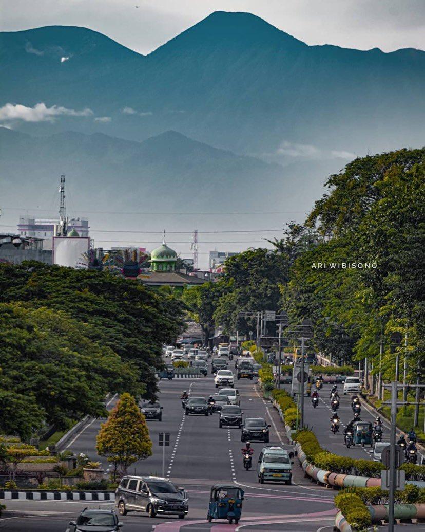Langit Jakarta Makin Bersih, Gunung Gede Sampai Terlihat
