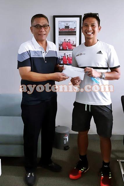 Ketum PP PELTI Rildo Ananda Anwar Beri Hadiah Bagi Juara Kompetisi Internal Pelatnas Indonesia