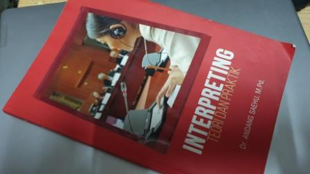 Resensi Buku: Interpreting Teori dan Praktik