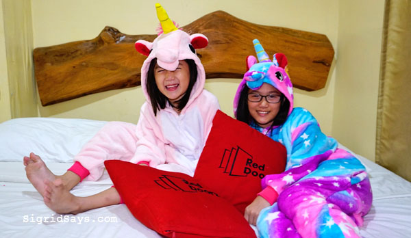homeschooling in Bacolod - Bacolod blogger - Bacolod mommy blogger - unicorn costumes - unicorn onesies- cosplay for kids - sisters - fun photo shoot - for kids - RedDoorz