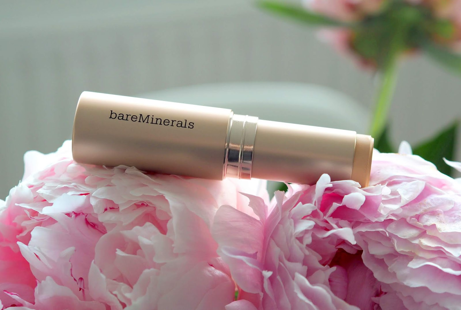 BareMinerals-Complexion-Rescue-Hydrating-SPF25-Foundation-Stick-review