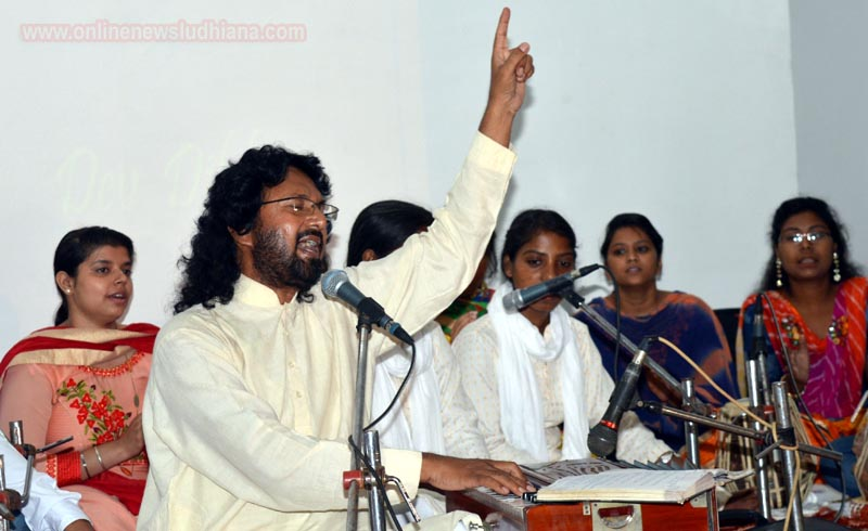 Sufi Maestro Dev Dildar enchants Audience at RGC