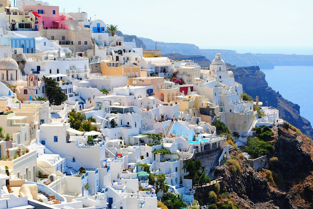 Where to Stay in Santorini - The Best Towns & Hotels