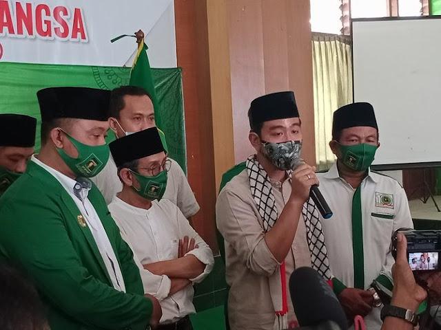 Kenakan Syal Palestina, Gibran Nyatakan Siap Jihad Tapi di Pilkada Solo