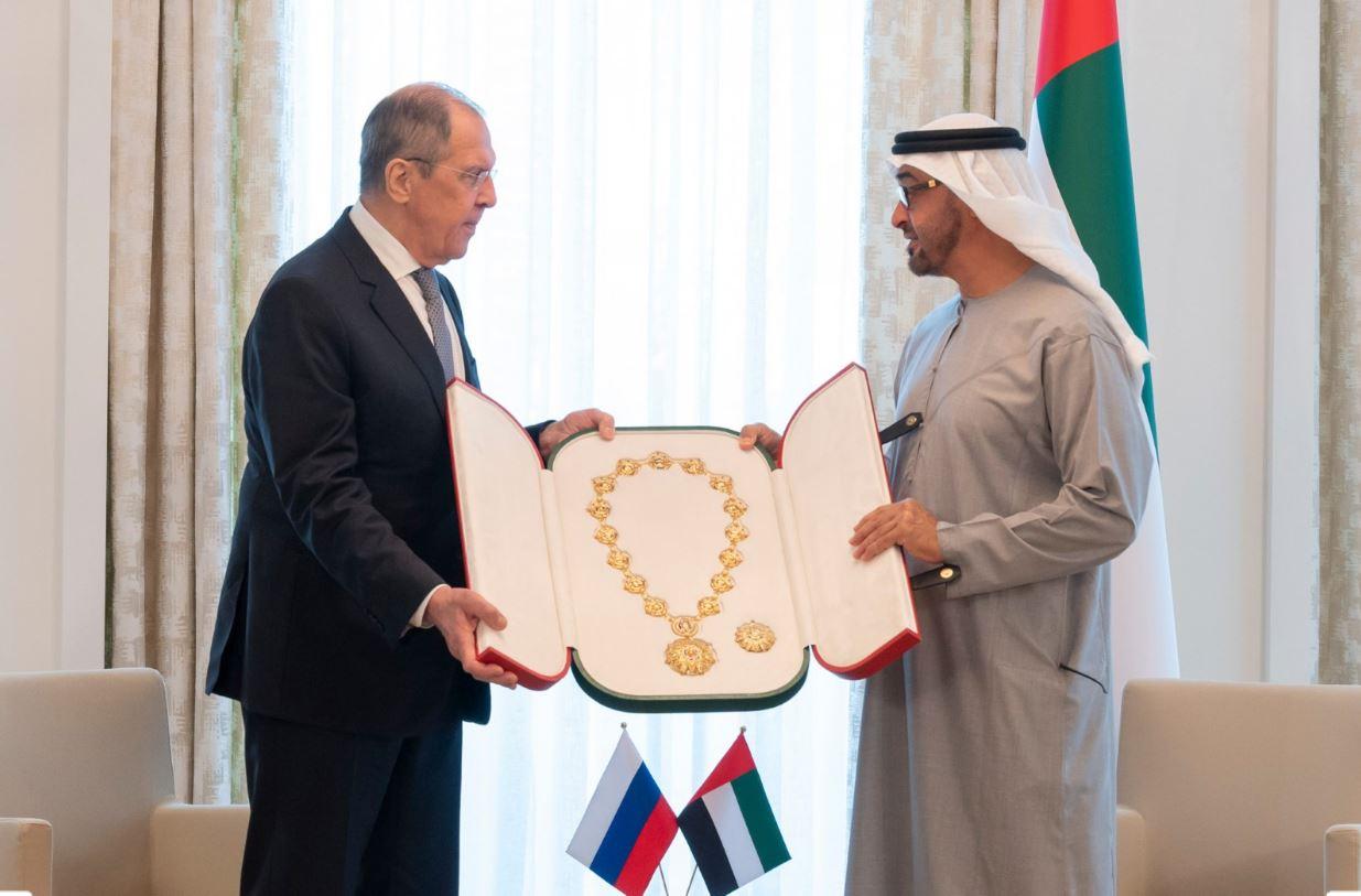محمد بن زايد يستقبل وزير خارجية روسيا