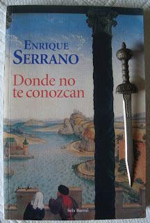 Portada del libro Donde no te conozcan, de Enrique Serrano