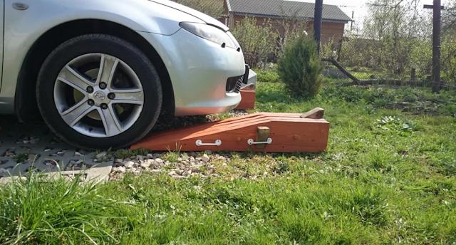 деревянная площадка для авто