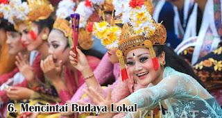 Mencintai Budaya Lokal merupakan salah satu fakta menarik wanita Indonesia yang membuat kamu bangga
