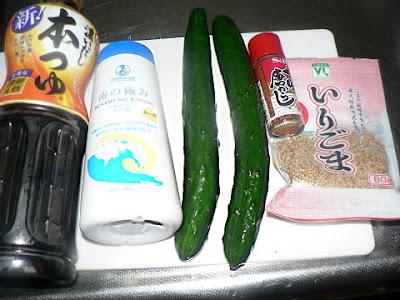 麺つゆ キューり 胡麻と七味唐辛子