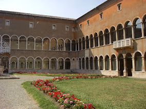 The museum is housed in the cloister of the Basilica di Santa Maria in Porto