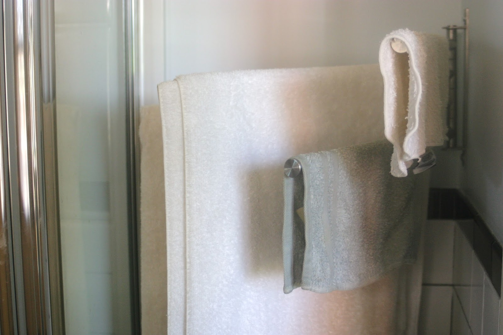 Thrift at Home: A Bathroom Mirror Cleaning Trick
