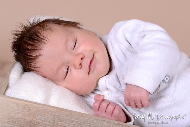 portrait bébé naissance nouveau né en studio vendée 85 la chaize le vicomte