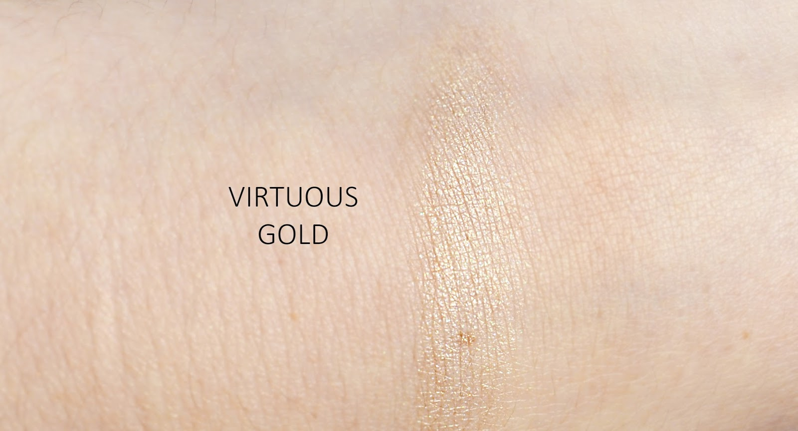 KIKO Glowing Pearl Cushion Highlighter Virtuous Gold Swatch