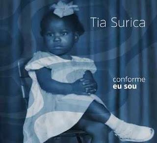 Tia Surica homenageia  Manacéa com o disco 'Conforme eu sou'
