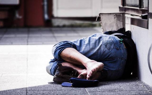 Άστεγος Έλληνας νεκρός στην μέση του δρόμου