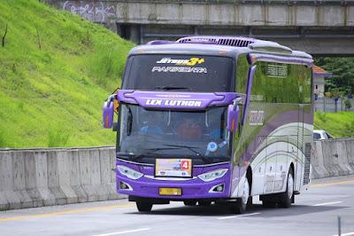 Bus Subur Jaya Lex Luthor