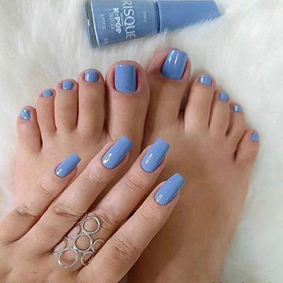 combinação unhas mão e pé azuis