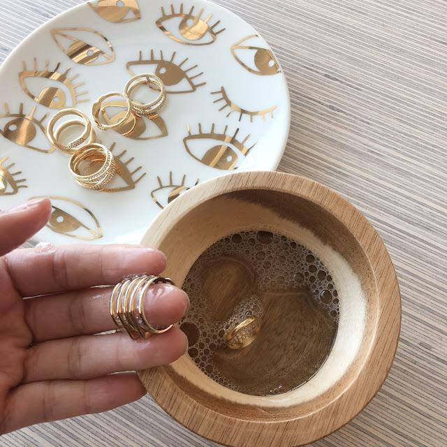 Vệ sinh và làm mới trang sức làm từ chất liệu Vàng