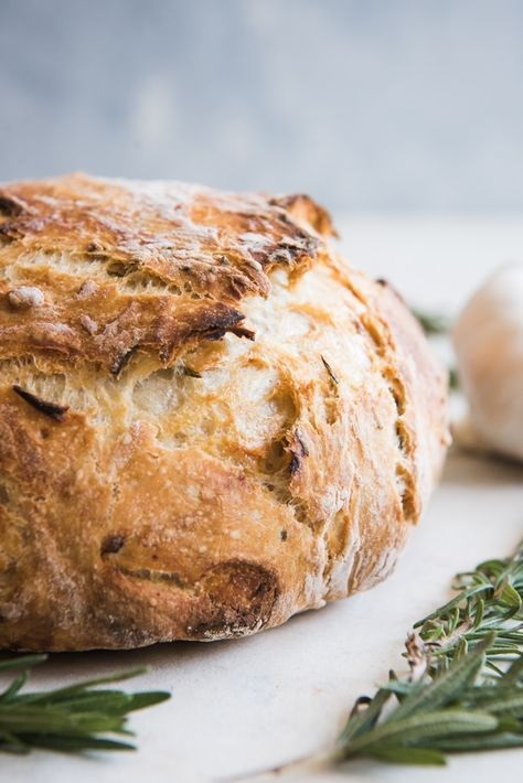 Roasted Garlic & Rosemary No Knead Artisan Bread