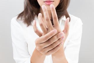 jari Anda mungkin akan mengalami pembengkakan 10 Cara Alami Mengobati Bengkak Pada Jari