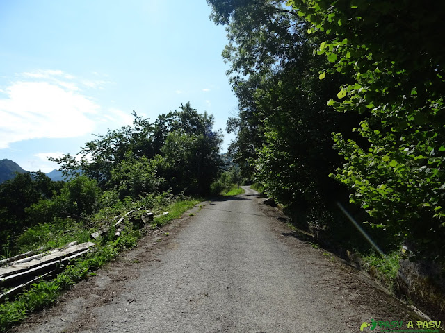 Inicio de la pista en Bezanes a Brañagallones