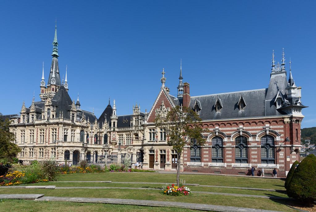 Бенедиктинский дворец в Этрета, Франция