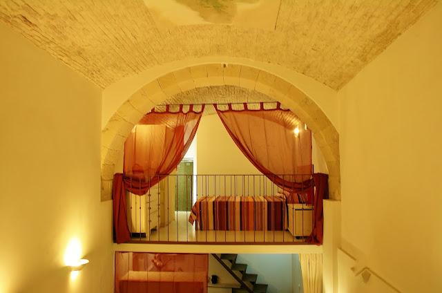 Residenze palazzo pes cagliari castello loft 1 in stalla - Camera da letto soppalcata ...