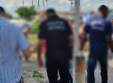 Um adolescente de 16 anos, foi assassinado com cerca de 14 tiros no conjunto Feira X, em Feira de Santana, nesta quinta-feira (20). Os disparos atingiram o rosto, a orelha direita, testa, braço direito, tórax e as coxas direita e esquerda.   De acordo com informações da 65ª Companhia Independente da Polícia Militar (CIPM), o adolescente trânsitava nas imediações da Policlínica daquela cidade quando homens em um veículo branco se aproximaram e efetuaram os disparos, informou site Acorda Cidade via BN.    O corpo foi encaminhado para o Departamento de Polícia Técnica (DPT).