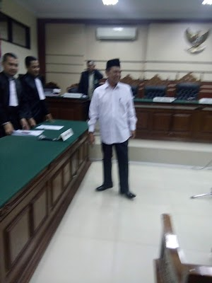 Mas'ud Yunus Divonis 3,5 tahun, Ratusan Pendukungnya Penuhi Pengadilan  Tipikor Surabaya