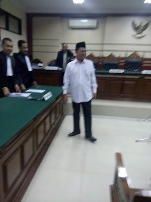 Mas'ud Yunus Divonis 3,5 tahun, Ratusan Pendukungnya Penuhi Pengadilan  Tipikor Surabaya