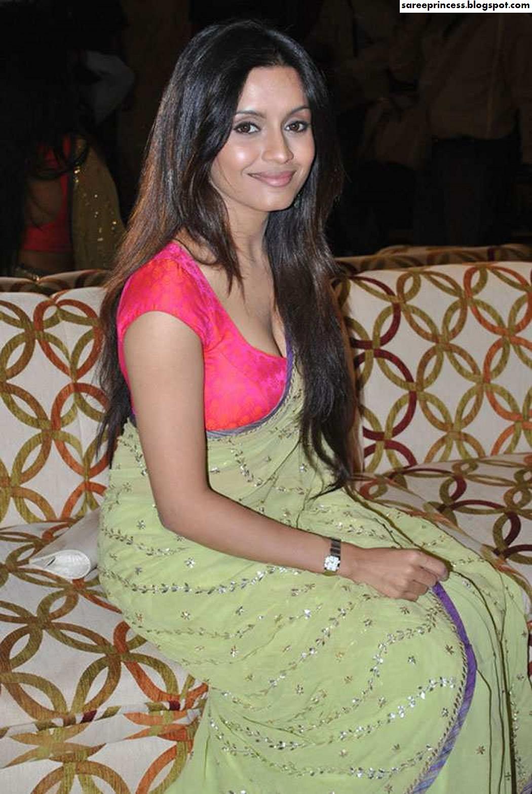 Bollywood Actress Bhavana Pani Hot Cleavage Revealing -6113